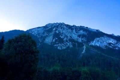 Blick auf den Rauschberg in Ruhpolding Bayern - frühmorgens, kurz vorm Aufstieg